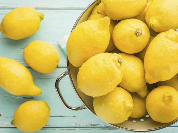 El agua de limon tibia adelgaza